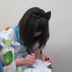 第6回ノーレートワンデー大会 参加者へのサインを書く白銀紗希プロ